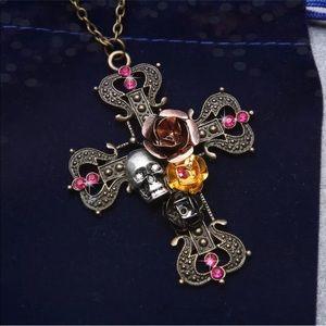 Jewelry - 💀Skull cross necklace💀